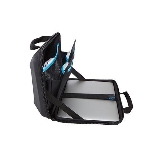 Thule Gauntlet TGAE-2253. Un resistente maletín que permite usar el dispositivo dentro del estuche y brinda más protección a las esquinas.