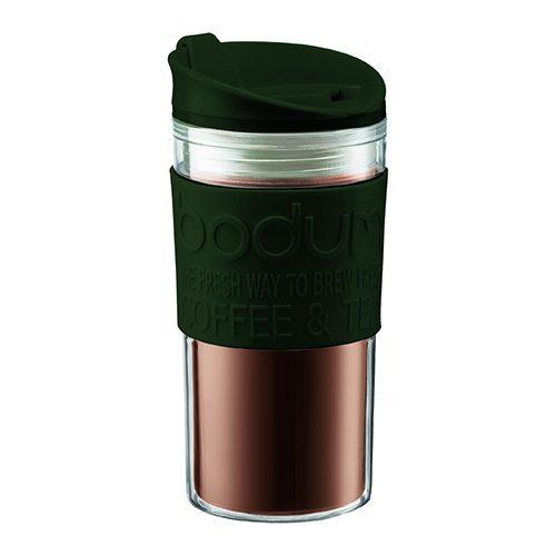 La nueva colección BODUM Travel Mug va donde tu vas, de tamaño preciso de colores justos. Los Travel Mugs están fabricados en plásticos, goma and silicona.