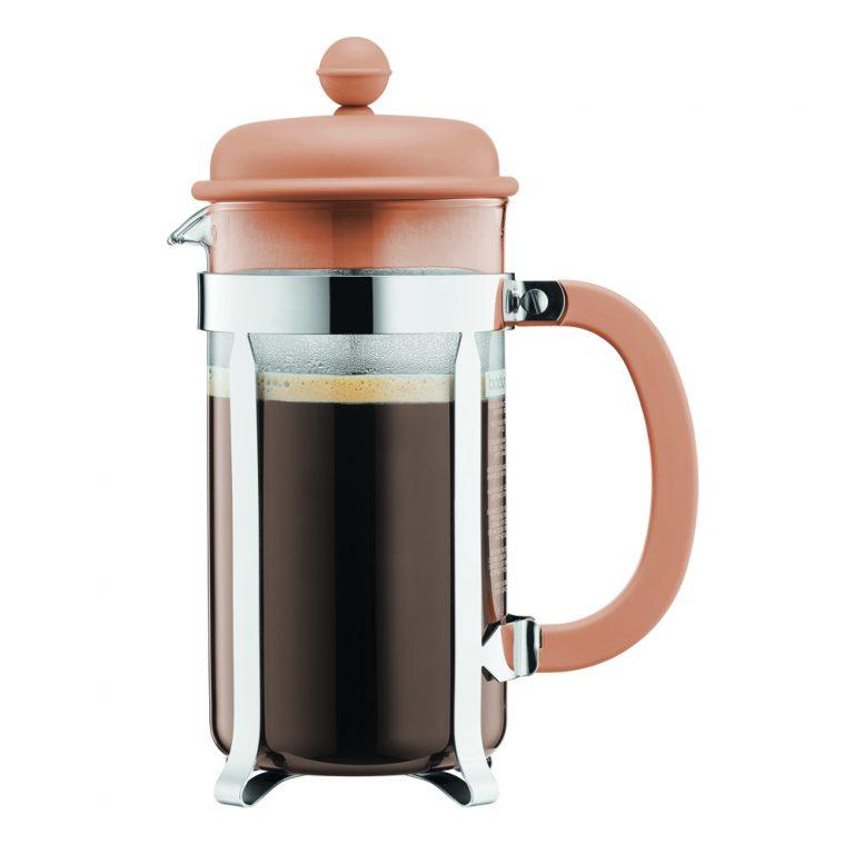 1918_945. Bodum CAFFETTIERA. Simpleza al hacer café es la razón del porque los degustadores de este usan la cafetera de prensa para determinar la calidad del grano.